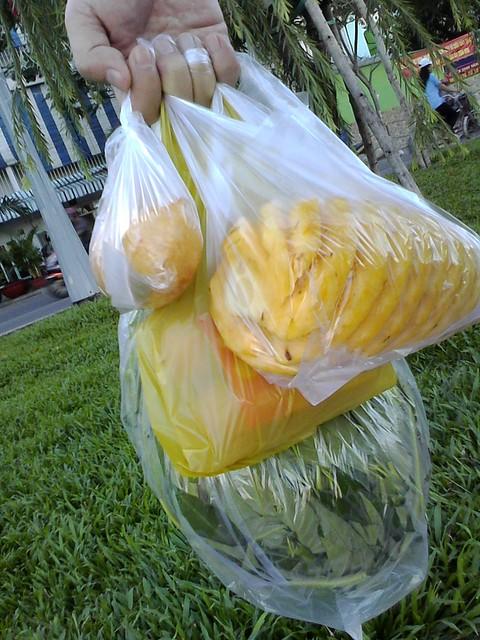 パイナップルを買う